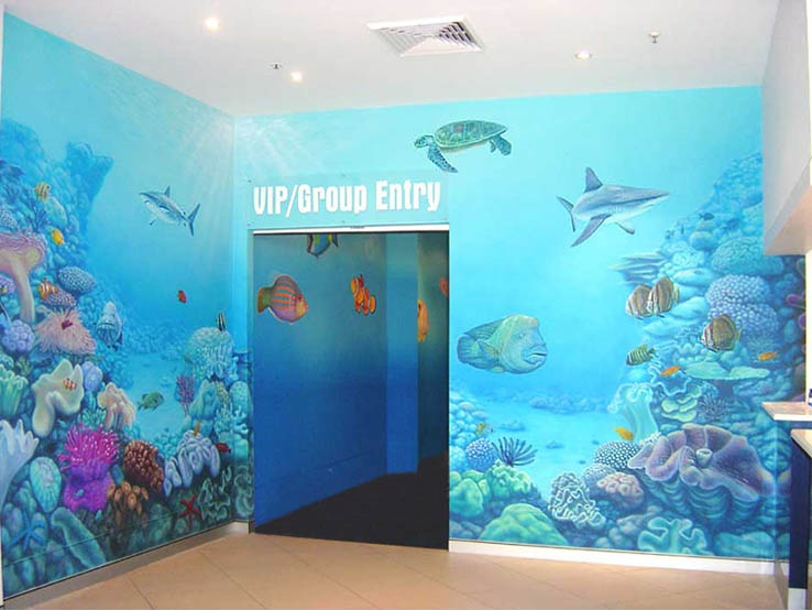 Mural painting in sydney aquarium entrance just airbrush for Aquarium mural gifi