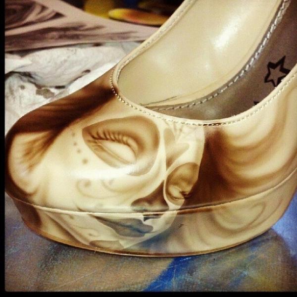Kustom Airbrush on shoes