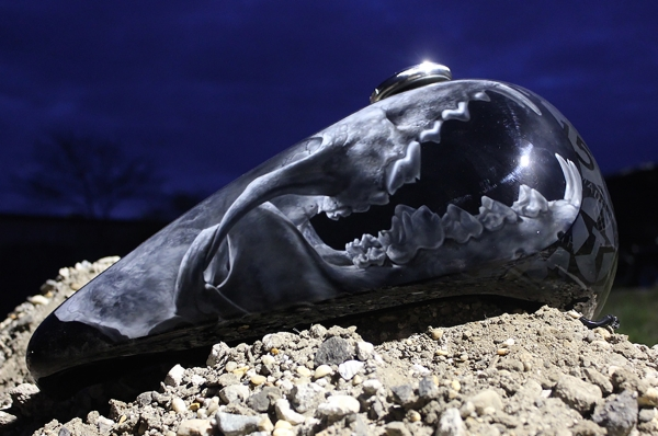 Cropped coyote skull on a Harley tank.  House of Kolor urethane paint.