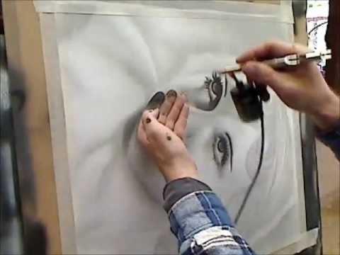 Airbrushing Basic B and W Portrait - Airbrush Videos
