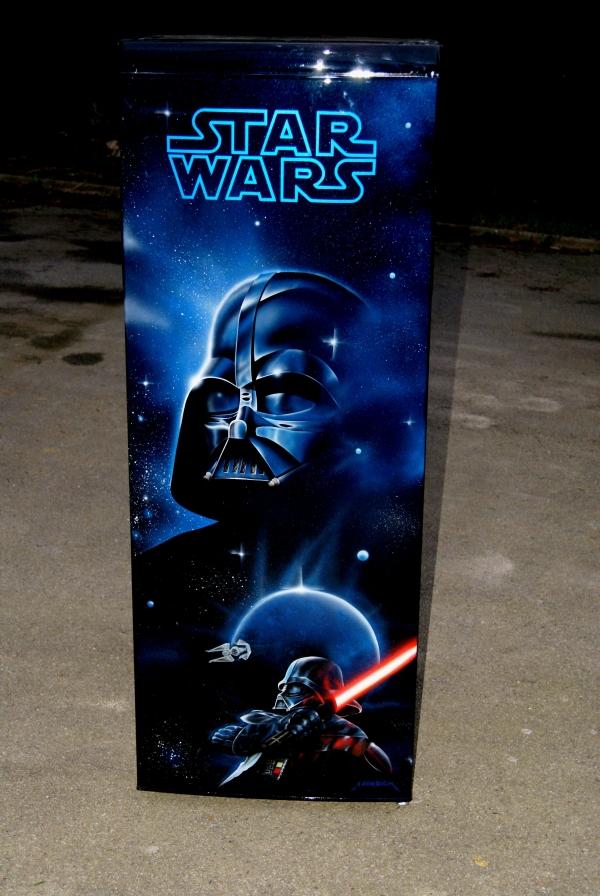 peinture sur frigo- starwars, dark vador