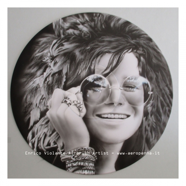 Airbrush on vinyl recors