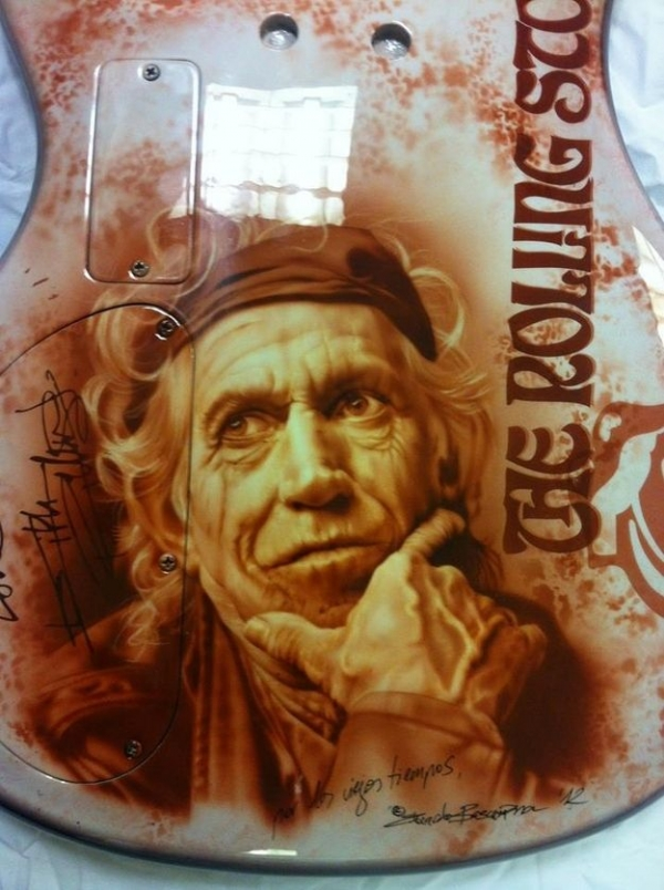 Airbrushed Keith Richards Guitar Art art by Eduardo ... | Airbrushing - Fotorealismo