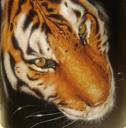 Potorealistic tiger on clock