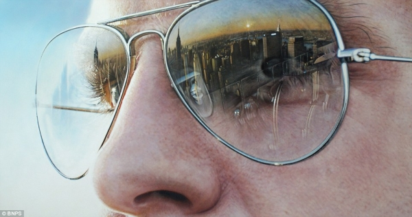 Artist Simon Hennessy creates hyper-realistic paintings of famous landmarks reflected in sunglasses lenses   Mail Online