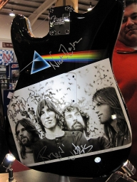 Race Retro '10 - Airbrush on Guitar - Favorite Art