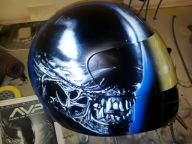 Alien on Helmet - Airbrush Artwoks