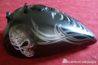 Airbrush TSkull on tank - Kustom Airbrush