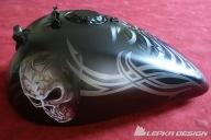 Airbrush TSkull on tank - Kustom Airbrush