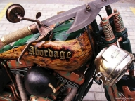 There Are Nice Custom Bikes in Russia Too | I Like To Waste My Time - Aerografia su Gomme