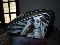 Airbrush Art on Harley Tank - Fotorealismo