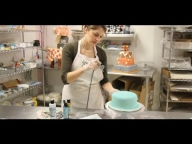 How to Airbrush a Cake | Cake Decorations via @FoodSpecial - Airbrush on Foods
