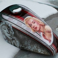 Beauty on tank, Airbrush. - Favorite Art