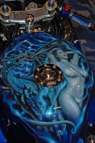 Blue tank, girls and dragon - Kustom Airbrush