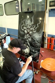 Mike Lavalle airbrushes panel - Airbrush Artwoks