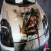 Krasses Airbrush Design auf weisem Auto