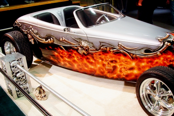 Airbrush Skull, Flames, tribals and bones on hot road