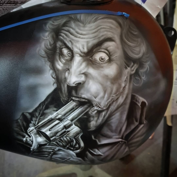 Airbrush on Tank, detail - By Stan @stanleypol