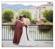 Wedding portrait mother and bride. Unusual to have a back view ! - Airbrush Artwoks